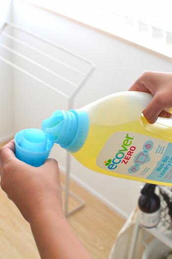 おしゃれ着洗い用の洗剤や液体洗剤の一部が中性。弱アルカリ性が粉末洗剤や液体洗剤の一部です。液体洗剤には中性と弱アルカリ性のものがあることを覚えておきましょう。