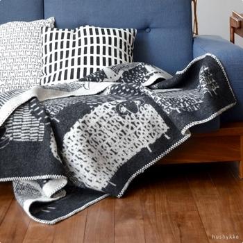 こちらも鈴木マサルさんによるデザイン。 ポカポカのセーターを着ているかのような個性的な羊たちが大集合している絵柄は、可愛らしい中にも、洗練された大人の雰囲気を感じます。