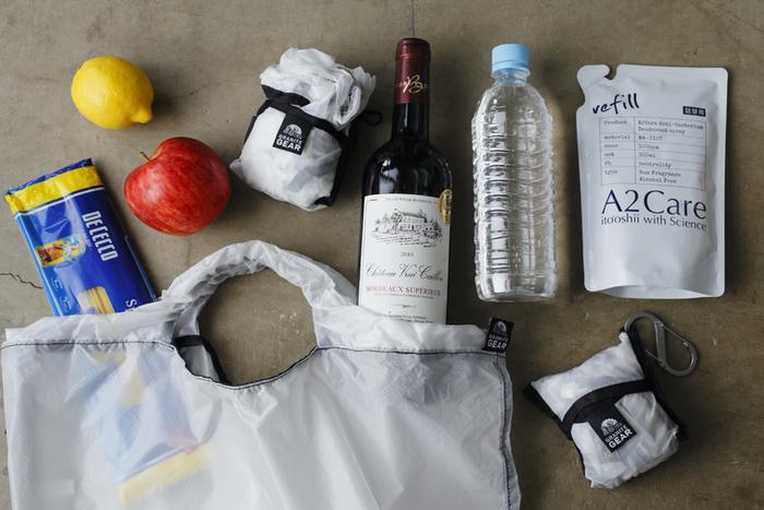 登山用テントの素材にも使われるシルクナイロンを使用した「GRANITE GEAR(グラナイトギア)」のパッカブルエコバッグは、耐水性が高く、軽くて丈夫なのが特徴です。スーパーでたくさん買い物をしても破れる心配がないので、エコバッグとして携帯しておくのもいいですね。