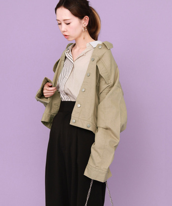 季節の変わり目のファッションアイテムとして気になるのが、『アウター』ですよね。今年はショート丈の『オーバーサイズ』が人気なんです。