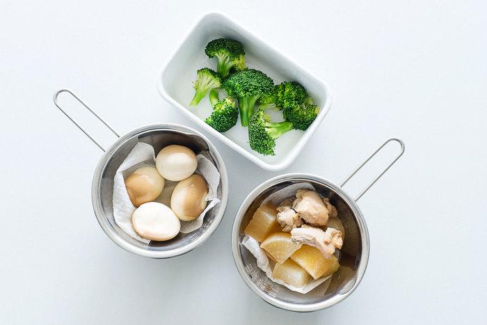 汁気のあるものは、お弁当に詰める前に、キッチンペーパーの上に乗せて、水分をキッチンペーパーに吸収させてから入れましょう。