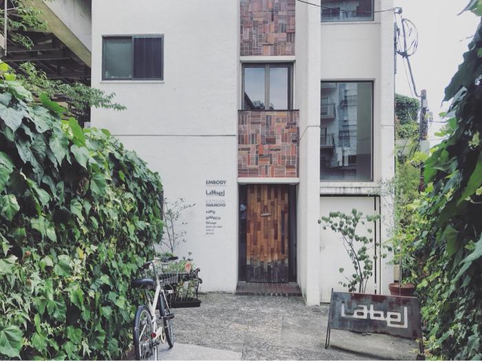 「レーベルカフェ トーキョー」は、都会の隠れ家のようなカフェ。日本のものづくりにこだわったという、おしゃれな雑貨も併設で置かれています。お茶や食事以外も楽しめそうですね。