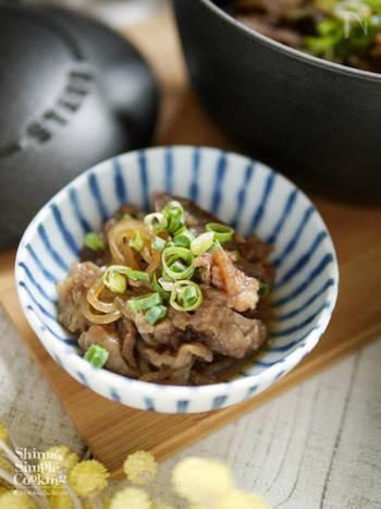 牛すじと糸こんにゃくの煮込みです。ストウブ鍋でつくると柔らかく仕上がります。