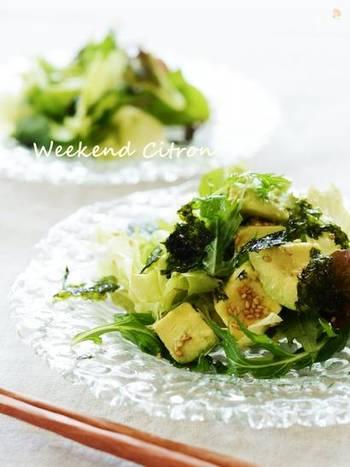 ねっとりとコクのあるアボカドは味も絡みやすく、サラダが一層豪華な雰囲気になります。食べ応えも十分で、ちょっとしたご馳走サラダの風格もありますね。