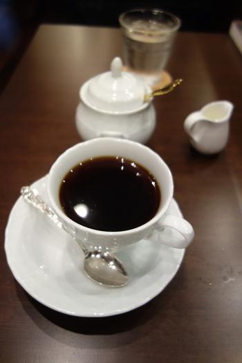一杯一杯丁寧に入れてくれるコーヒーももちろんですが、紅茶やココアなど飲みもののメニューも充実しています。歩きつかれてホッとひと息つきたいときは訪れてみてくださいね。