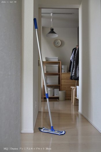 フローリング、畳、ガラス・・・場所ごとに洗剤を変えてお掃除してきた人も、このモップがあれば家中どんな汚れでもお任せできちゃうMQ Duotex プレミアムモップ。洗剤や消臭剤をプラスしてももちろんOK。気持ちの良いお掃除道具を手に入れたら、大掃除も楽しみになりそう。