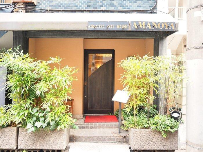 「天のや」は、昭和2年に大阪で創業した老舗です。麻布十番へは平成15年に移転してきました。素材にこだわった小豆や寒天を使う甘味処ではありますが、お好み焼きなど軽食もあるので、お腹が空いているタイミングで訪れても大丈夫です。
