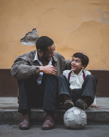 """子どもと一緒に楽しむからといって、おもちゃを使ったりと、あえて子ども目線にする必要はありません。ポイントは、子どもでも熱中しいように""""純粋な楽しさ""""が詰まっていて継続しやすいうえ、大人がハマれるような""""知れば知るほど奥が深い""""魅力があること。  いつか家族で発表会したり、大会をしたり、大きな家族イベントに繋がるかも?「毎週末、パパが趣味のためにお出かけしてしまう・・」というご家庭でも、ぜひ試していただきたいと思います。"""