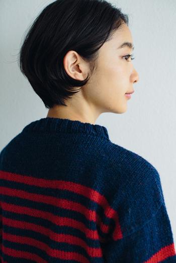 シェットランドウールを使った編み地でしっかり温かく、年月とともにどんどん柔らかく馴染んでいきます。せっかく時間をかけて編むのだから、長く着られるのは嬉しいですね。