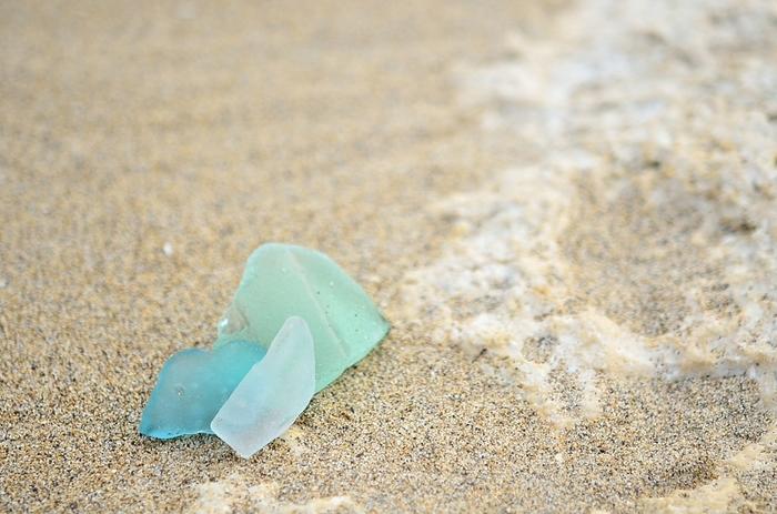 自然がつくり上げた海の宝石「シーグラス」。 くもりガラスのような淡い色合いと、優しい美しさは、まさに海を旅してきた、愛おしい存在。 ひとつとして同じものは無く、それぞれがまさにオンリーワン。