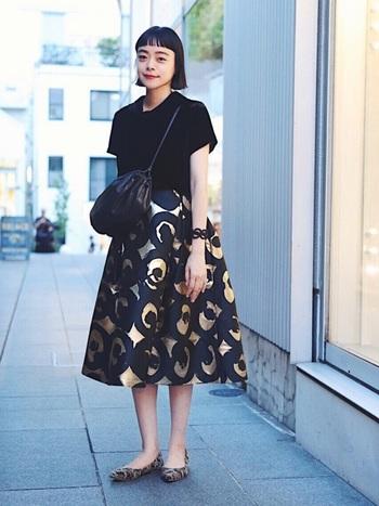ぱっと目を引くようなスカートも人と差をつけるファッションコーデに大活躍!柄モノは合わせにくそう...とつい躊躇してしまいがちですが、トップスに無地を合わせたり上手に引き算コーデすれば簡単!スカートを主役にした私らしいコーデのできあがりです。