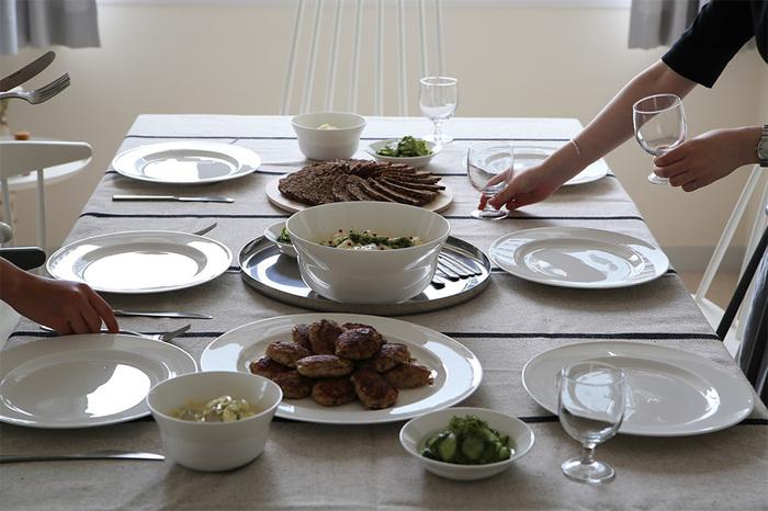 食事の準備と同様に、「テーブルセッティング」も2.5METsです。10分間で消費カロリーは14㎉で、お菓子に置き換えると飴一個分(12㎉)になります。ほかの家事と組み合わせて、頑張りすぎずに美容も家事もこなしていきましょう。