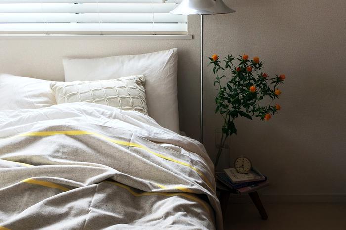 寝具を整えたり、ベッドのリネンを交換したり。「ベッドメイク」は運動の単位で表すと3.3METsになり、消費カロリーは30分で63㎉です。同じ3.3METsの「カーペット・フロアの掃き掃除」と合わせると126㎉になるので、タルト一切れ(117㎉)、バターケーキ一枚(111㎉)分消費できる計算になります。