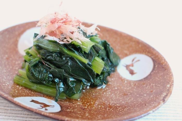小松菜をはじめとするビタミン豊富な青菜類。味付けしたまま冷凍するので食べたい分だけ自然解凍。こちらも冷凍して常備しておけばお弁当のに凍ったまま入れて、お昼のお弁当をいただくときにはちょうど食べごろ。保冷機能にもなるので一石二鳥のアイデアですよ。