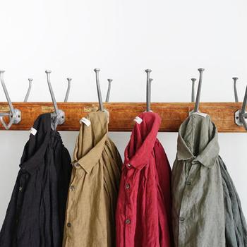 長袖シャツは、羽織としてもトップスとしても活用できる、とっても優秀なアイテムのひとつ。ぜひ秋ファッションに取り入れて、寒くなる季節に暖かさをプラスしてみてくださいね♪