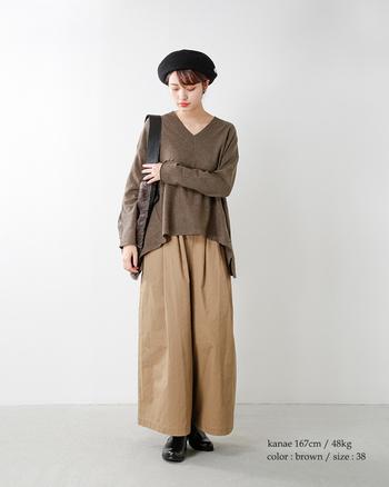 全体をブラウン系でまとめ、季節感たっぷりの着こなしに。褐色でも老けた感じがしないのは、トレンドライクなシルエットのおかげ♪