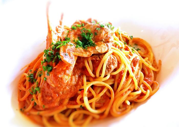 看板メニューの渡り蟹のパスタは、濃厚なカニの旨味がたっぷりのトマトソースパスタです。