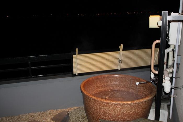 大浴場の他、見晴らし露天風呂や富士山をのぞめる富士の湯、貸切展望風呂もあり、温泉を堪能したい人にも嬉しいお宿。客室露天風呂が付いたお部屋なら、好きな時間に入ることができますね。