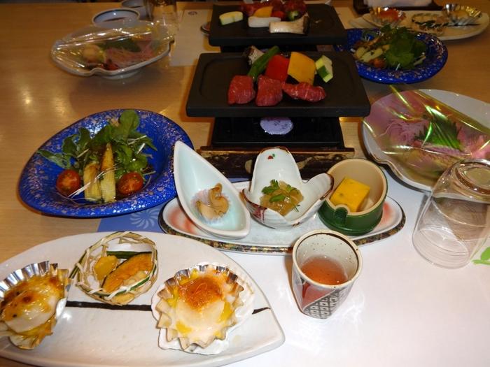 これぞ旅館の料理!といった会席料理は四季折々の素材を使用して作られており、食事が美味しい宿としても人気です。
