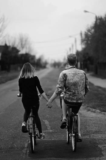 もし独りが嫌なら、独りでいることを終わらせるために全力で対策を取りましょう。独り暮らしは寂しいと、大きく公言するのも一つの方法です。パートナーを募集している、でも良いですよね。