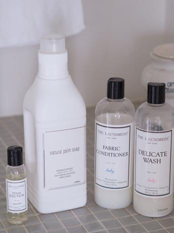 最近の液体洗剤では、少量でも汚れ落ちがよく、泡切れもよい濃縮タイプのものが人気になっています。液体洗剤を選ぶときは、洗浄力のほか、好みの香りかどうかも重要なチェックポイントになります。