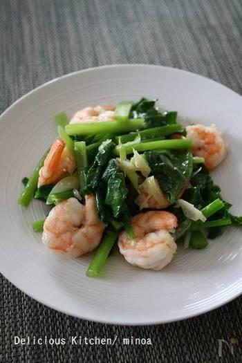 ツルムラサキの中華料理レシピです。葉物野菜と海老は相性がよいので、ツルムラサキももちろん、美味しくいただけます。茎の部分の方が火の通りに時間がかかるので、千切りにすると葉の部分と一緒に炒められます。