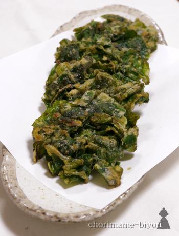ツルムラサキに薄力粉と片栗粉をまぶしてかき揚げにしたレシピです。ツルムラサキ独特の香りが苦手な人も、かき揚げにすれば、あまりクセを感じることなくおいしく食べられますよ♪