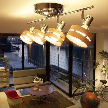 シーリングライトは天井にぴたっとくっ付いて、お部屋全体を明るくしてくれる照明。均一に明るくしてくれるタイプがお馴染みですが、ライトの方向を変えられるタイプもあります。