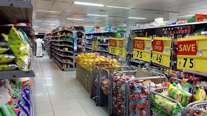 食材の買い物も工夫をしましょう。スーパーの特売品の他、割引シールが貼られ始める時間帯を狙っていくのもよいでしょう。また、ポイントが付くスーパーであれば、日持ちするものや調味料などはポイントが多く付く日にまとめ買いを♪