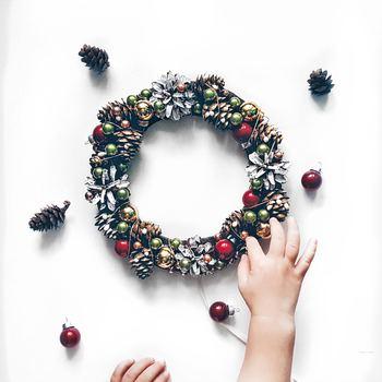 ワクワクをぎゅっと詰め込んで♪簡単「クリスマスリース&スワッグ」の作り方