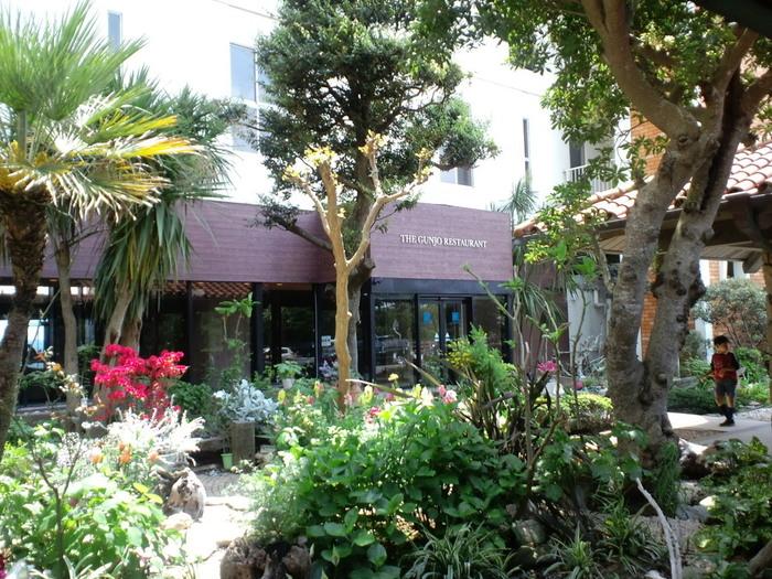 南国情緒溢れる外観がとっても素敵なこちらのお店は安房鴨川駅から約1kmの鴨川グランドホテル内にあります。