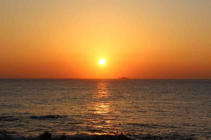 房総半島の最南端にある、海と花が美しい街・白浜。年間平均気温が16℃と温暖で、夏場は海水浴場としても人気のエリアです。
