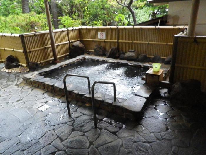 自慢の広々とした大浴場と露天風呂は、日帰りプラン(入浴は11~15時)、日帰り温泉(11~20時)でも堪能できます。