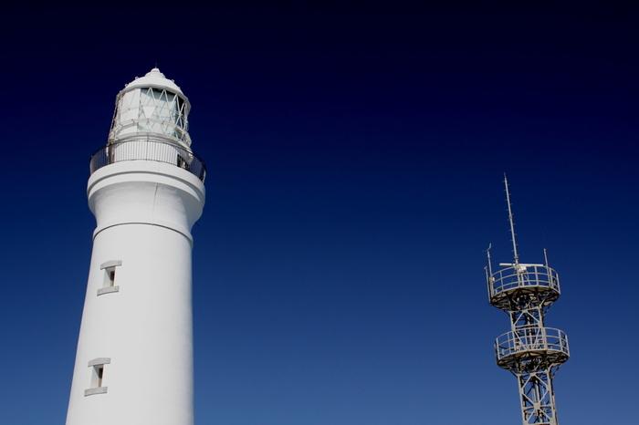 昼間の灯台、夜の灯台、どちらもとても美しい犬吠埼灯台。灯台は一般公開されており展望台のほか資料展示館なども見ることができます。