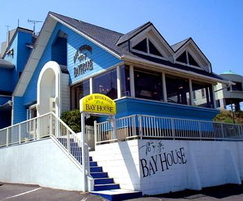 犬吠埼から約500mの場所にあるオシャレなレストラン。窓際は犬吠埼と君ヶ浜が見渡せる人気席です。
