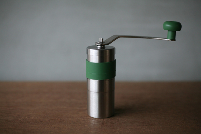 ジャパンポーレックスのお茶ミルは、緑茶を細かな粉末に挽くことができるアイテム。水出し煎茶や緑茶ラテのほか、緑茶塩を作るのも。