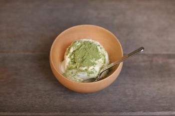 アイスクリームにかければ、抹茶のような風味豊かな和風アイスに。挽きたての新鮮な香りが楽しめます。