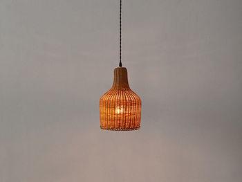 ラタンを使ったランプは、網目からこぼれる灯りが繊細でお部屋に優しさをプラスしてくれます。温かでぬくもり溢れる雰囲気作りにぴったりですね。