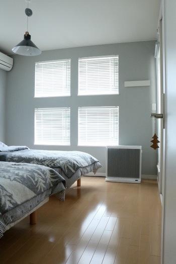 たとえば、寝室で使うなら、圧迫感のないスマートなデザインがいい。それに、音が静かで埃が出ないものがいいし、スリープモードやタイマーなど、状況に応じて運転を調整できる機能もついていてほしい...。条件を挙げると、色々細かく出てくるもの。だから、前もって、どんな場所でどんな用途で使うのか考えておくことは大切です。