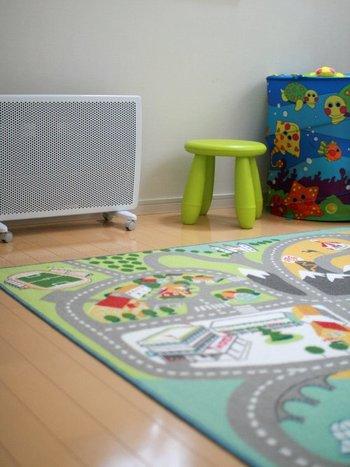子ども部屋に置くなら、何より安全第一、そして省スペースであることが重要。火災や火傷の心配が少ないパネルヒーターは、小さなお子さんがいる家庭でも人気があります。