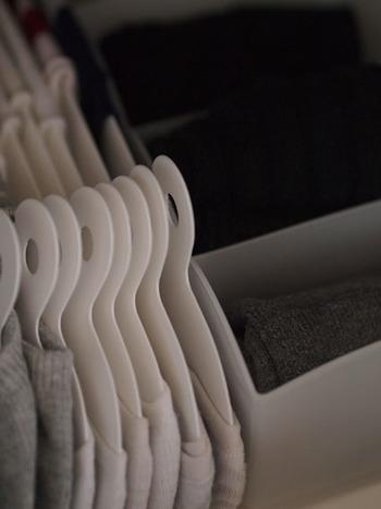 乾いたらそのまま引き出しに並べればいいので、ストレスなく使えそう。収納もきれいで見やすいですね。