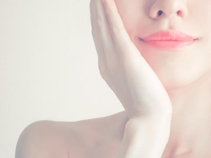 普段唇に特別なにかお手入れをしていますか?お肌やボディは入念な保湿ケアを行っていると思いますが、唇のケアをしている人は案外少ないのではないでしょうか。