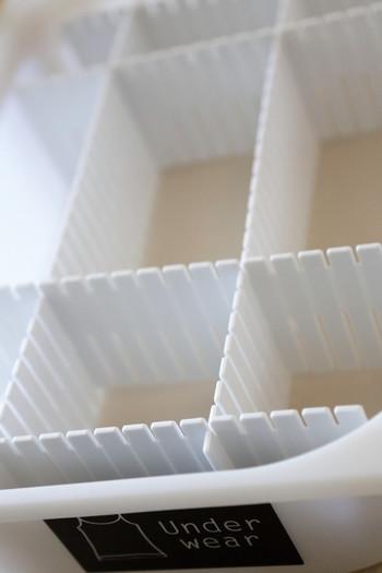 大きなボックスでも、収納する靴下に合わせてマス状に仕切り板をセット。お手持ちのボックスや引き出しを活かして、自由にサイズを決められるので、より収納しやすくなりますよ。