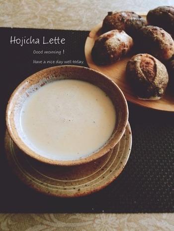 ほうじ茶ラテの作り方です。ミルクフォーマーをお持ちの方は、上からふわふわミルクを注いであげても素敵。