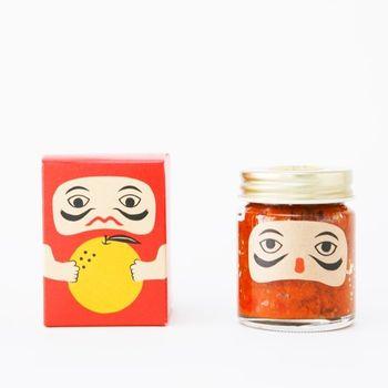 岡山県高梁市吹屋で生産された唐辛子と柚子を使用した柚子胡椒、その名も「紅だるま」。添加物は一切使用せず、安心・安全をモットーに手作りしているとか。