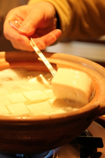 できたてで濃厚なお豆腐が味わえる、都内にある昔ながらのお豆腐屋さんをご紹介しました。美味しいお豆腐を用意したら今夜はお豆腐メインの晩ごはんにしてみませんか?