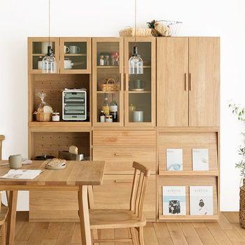 明るくナチュラルな木目の収納棚は日本製。単体でも組み合わせても使えるから、自分の好みに合ったキッチン収納にカスタマイズできます。