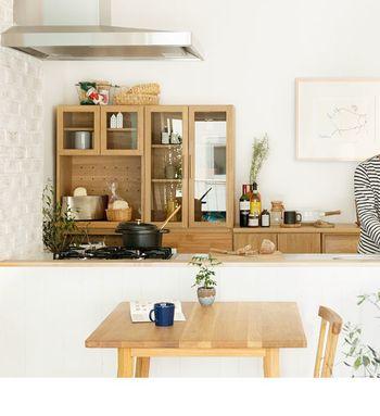 小さな物や高さの違うもの・・・キッチンには色々なサイズのアイテムが集まっています。機能的に収納できて、出し入れも便利。そんな収納が理想ですよね。収納力があって、細かな気遣いもされている収納棚をご紹介します。今より快適な暮らしを想像してみましょう♪