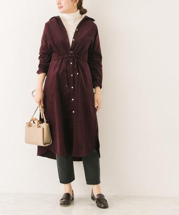 秋冬に一着はほしい、コーデュロイ素材のシャツワンピース。前開きで羽織として着たり、レギンスなどと合わせてレイヤードを楽しみこともできます。お好きなアレンジをしてみてくださいね。