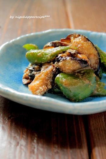 お弁当にもおつまみにも活躍する鉄板レシピ。  ナスは時間をかけてしっかり炒めることでとろりとした食感になります。すりごまが余分な水分を吸ってくれるので、お弁当に入れても水っぽくならないのが嬉しいポイントです。